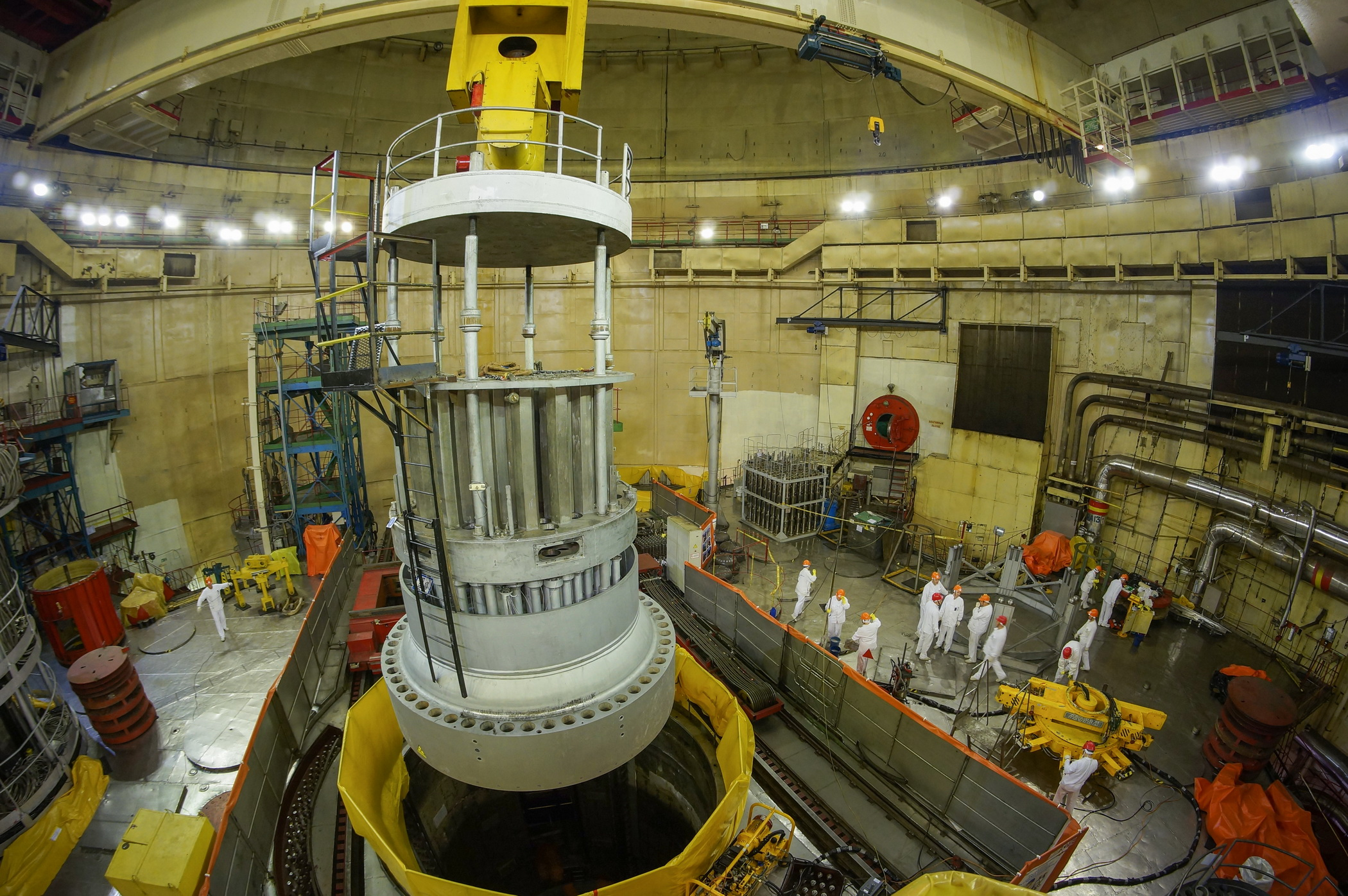 A new reactor vessel inspection technology has been used for the first time in Russia at Unit 1 of the Kalinin NPP